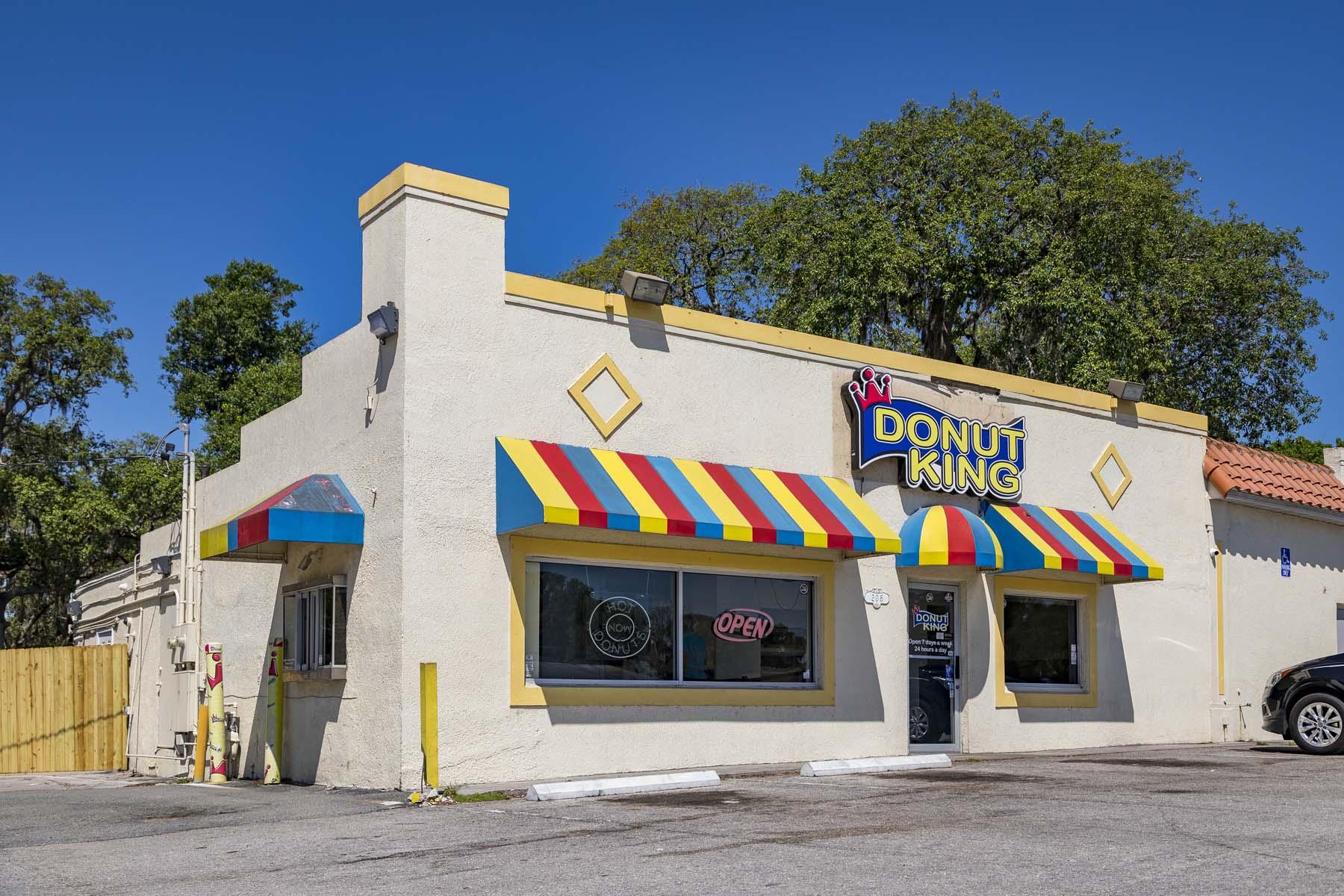 Minneola's Famous Donut King